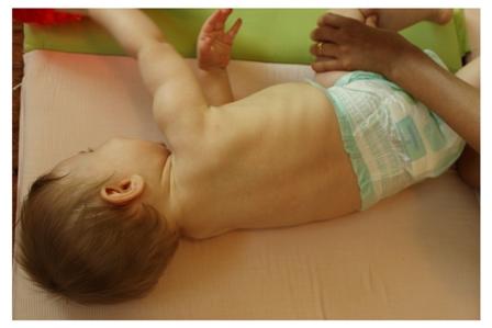התהפכות תינוק - שלבי התהפכות תינוק - מתי מתהפכים