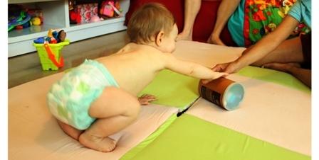 התפתחות תינוקות - זחילה - זחילת שש - עמידה על שש - מעבר מזחילת גחון לזחילת שש - גמישות יתר במפרקים